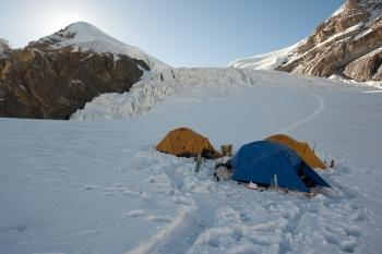 Hoogtekamp (5640 m) op de Saribunggletsjer. Foto R. Eckhardt
