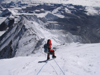 Arnold Coster op de Mount Everest, Tibet