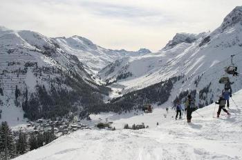 Skiën in Lech, Oostenrijk. Foto Dionation