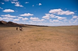 Leegte in Mongolië met op de achtergrond bergen. Foto Mark Fischer