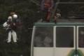 Reddingsoperatie van de toeristen in de kabelbaan