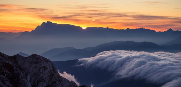 Zonsondergang vanaf de Rettenstein. Foto Coen Weesjes