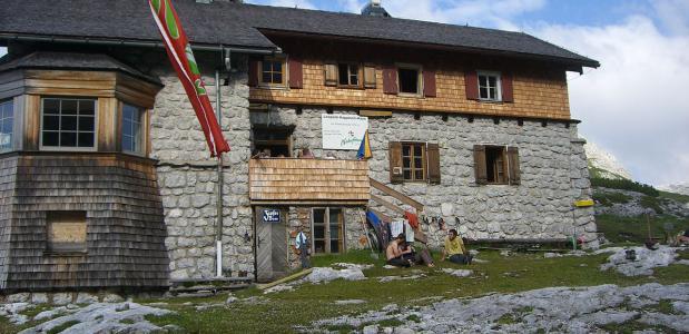 Leopold-Happisch-Haus. Door Generator via Wikipedia