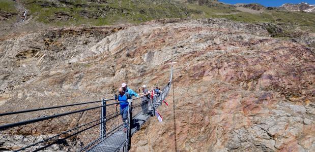 De Piccard Hangeseilbrücke. Foto Ötztal Tourismus