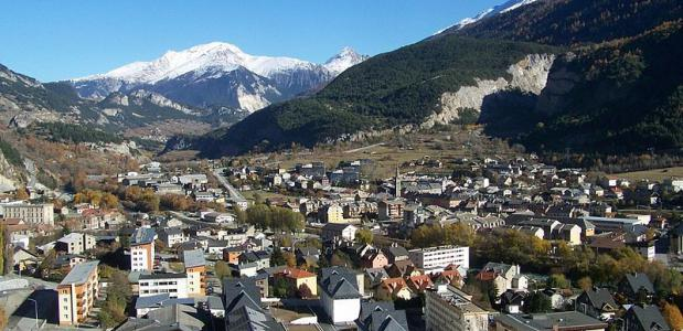 """Modane (depuis Loutraz)"" by Florian Pépellin - Eigen werk. Licensed under CC BY"