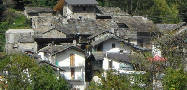 Dit bergdorpje is te koop. Foto eBay.it