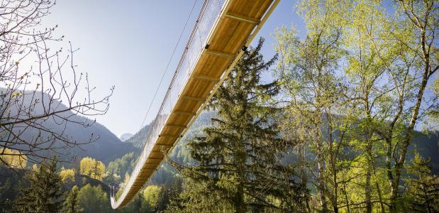 De hangbrug. Foto Landschaftspark Binntal