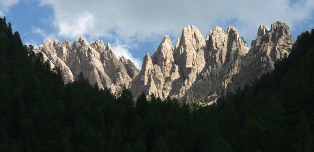 Uitzicht op de pieken in de Dolomieten