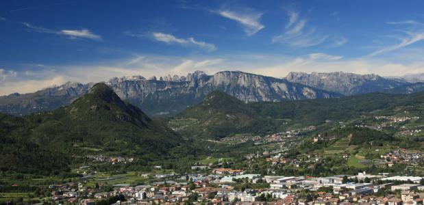Uitzicht op de Dolomieten vanaf Castel Pergine
