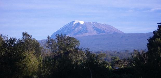 De top van de Kibo - de hoogste van drie vulkanen van de Kilimanjaro.