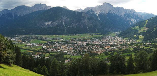 Lienz met de Lienzer Dolomiten / Beeld: Wikipedia/SehLax