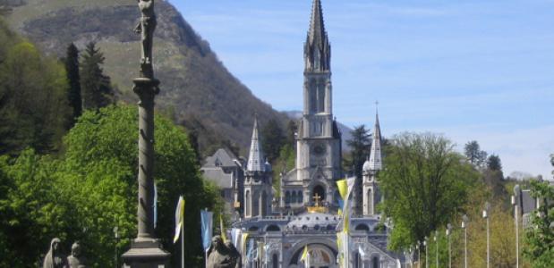 Bedevaartsoord Lourdes. Foto: Nathan Hamblen via Wikimedia Commons