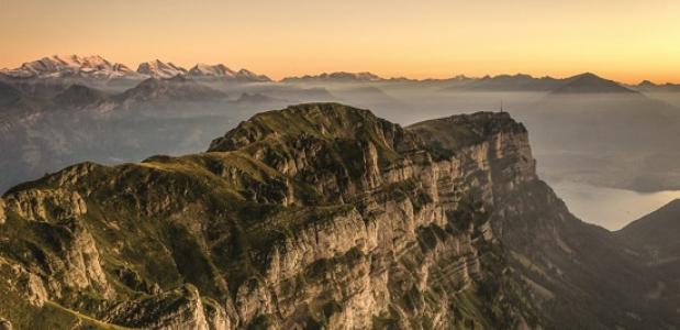 steenbokken kijken op de Niederhorn