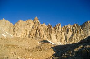 Mount Whitney in de Sierra Nevada. Foto Research indicates