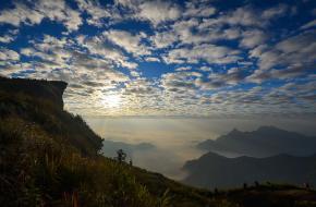 Phu Chi Fa, a National Forest Park. foto นิภาภรณ์ วันทอง via wikimedia commons