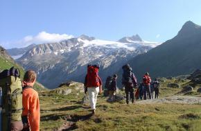 Met kinderen de bergen in