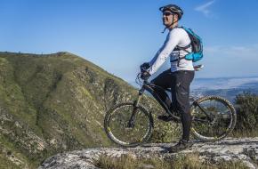 bergop fietsen in de bergen