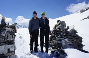 Katja en Henk op een pas in Far West Nepal