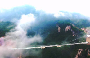 Zhangjiajie Grand Canyon Glass Bridge. Foto Youtube screenshot