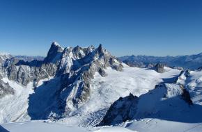 Top van de Grandes Jorasses in het Mont Blancmassief in de Alpen.