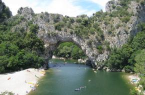 Grotten en kayakken in de Ardeche. Foto kmaschke,