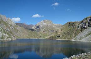 Het bergmeer in de Spaanse Pyreneeën. Foto Aka1936
