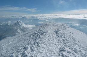 Top van de Mont Blanc. Uitzicht richting het oosten. Foto Constantijn Kaland
