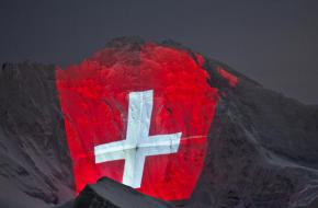 De Jungfrau verlicht ivm 100-jarig bestaan Jungfraubahn