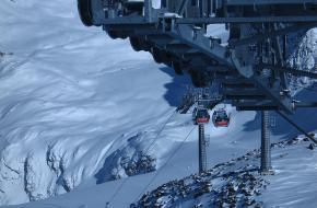 Kabelbaan op de pitztaler gletsjer. Foto maartenba