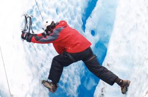Klimmer op gletsjer Viedma foto alextorrenegra