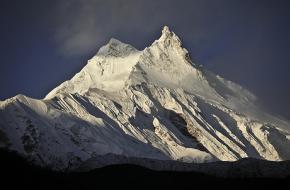 De 8156 meter hoge berg Manaslu in de Himalaya. Foto Switchback Trave