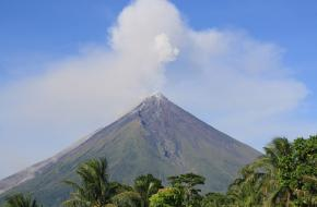 Mayon vulkaan in 2009 Foto Denvie Balidoy