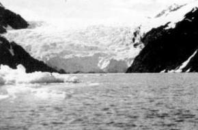 De McCarty glacier op een oude foto