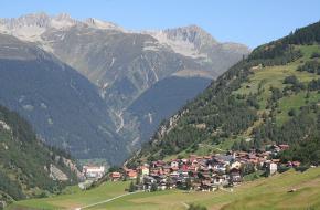 Het dorpje Curaglia in het Medeldal