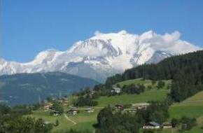 Zangeres ZAZ heeft met haar band gespeeld op de top van de Mont Blanc.