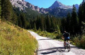 Mountainbiker in Tirol. Foto Trailsource.com