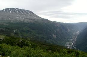 Rjukan en de Gaustatoppen. Via Wikimedia commons