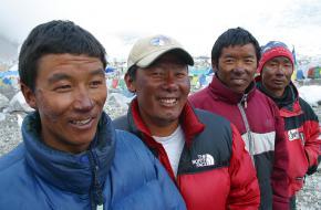 Sherpa's op Mount Everest ©Deetrak