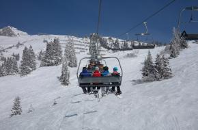 veilig in en uitstappen stoeltjeslift