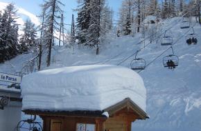 Dik pak sneeuw gevallen in de Alpen
