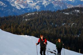 Sneeuwschoenwandelen in de bergen. Foto K_Thomas