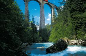 Bernina Express. Foto Switserland Tourism Franziska Pfenniger