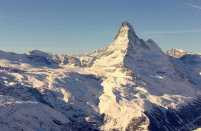 Skiën in Zermatt. foto jonathan camp