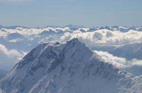 Zugspitze in de wolken.