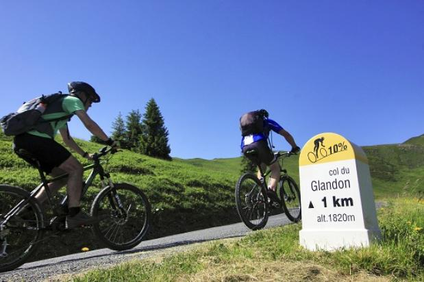 Met de e-bike over de cols van de Tour de France